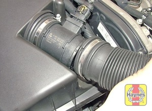 Illustration of step:  Slacken the clip and disconnect the air intake duct from the airflow meter  - step 3