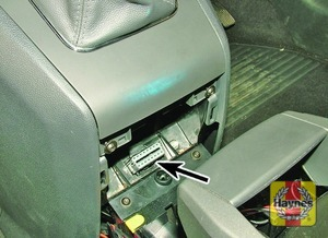 Illustration of step: Remove the rear ashtray to access the diagnostic plug  - step 2