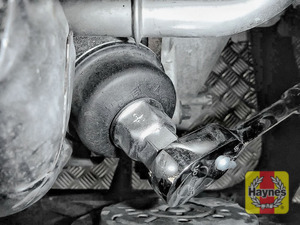 Illustration of step: Using a 24mm filter wrench socket, fit the tool securely onto the oil filter housing - step 2
