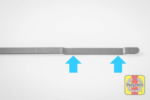 Illustration of step: The MAX-MIN dipstick positions, keep checking as you fill the engine - step 8
