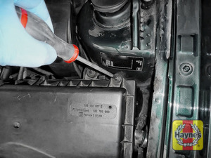 Illustration of step: Now undo the 2 Phillips retaining fixings on the air filter body - step 3