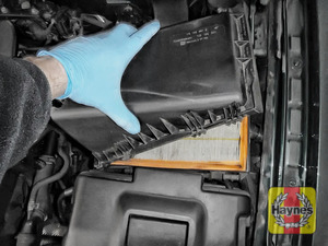 Illustration of step: Carefully separate and lift the air filter body - step 4