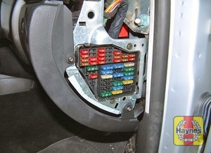 Illustration of step: Unclip the panel from the right side of the fascia to access the fusebox - step 1