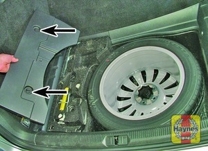 Illustration of step:  The spare is stored beneath the luggage compartment floor covering - step 3