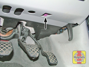 Illustration of step: The diagnostic socket is located under the drivers side of the fascia - step 2