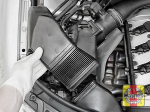 Illustration of step: Release the air filter intake - step 3