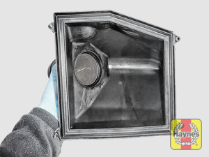 Illustration of step: View of the air filter cover - step 10