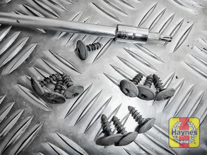 Illustration of step: Undo the fixings - use Torx-25, Torx-30 and 13mm sockets - step 3