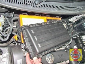 Illustration of step:  …and lift the cover from place  - 1.4 litre engines - step 11
