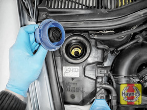 Illustration of step: ONLY WHEN COLD - undo the cap to check coolant level - step 3