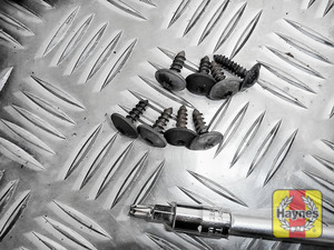 Illustration of step: Undo the fixings - use Torx-25 and Torx-30 sockets - step 2