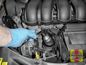 Illustration of step: Using a 36mm filter wrench socket, fit the tool securely onto the oil filter housing - step 6