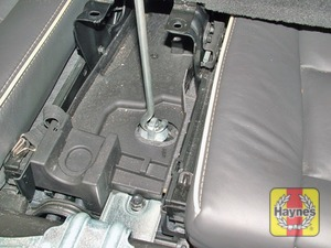Illustration of step:  On XC90 models the spare wheel is located beneath the vehicle - step 3