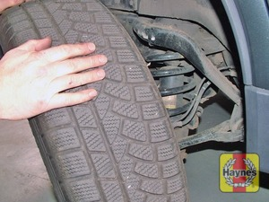 Illustration of step:  If the tyre is flat make sure that the vehicle is raised sufficiently to allow the spare wheel to be fitted - step 6