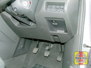 Illustration of step: The diagnostic socket is located under the driver's side of the fascia in the roof of the storage compartment - step 2
