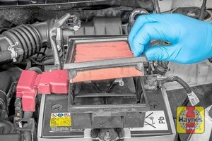 Illustration of step: The air filter sits in a plastic cassette; remove the air filter for inspection  - step 5