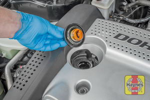 Illustration of step: To open the oil filler cap - turn anticlockwise  - step 5