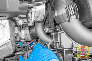 Illustration of step: Using a 27mm socket, fit the tool securely onto the oil filter housing - step 2