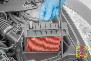 Illustration of step: Carefully lift the air filter cassette - step 3