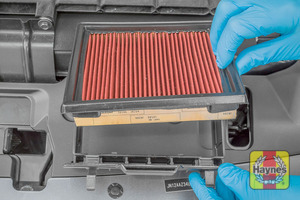 Illustration of step: Lift out the air filter from the cassette - step 4