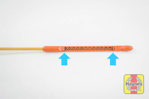 Illustration of step: Look at the end of the dipstick, the oil level should be comfortably between the maximum and minimum points - step 3