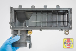 Illustration of step: View of the air filter cover - step 9