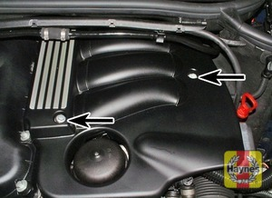Illustration of step:  Undo the two acoustic cover bolts (arrowed)  - N42 and N46 4-cylinder engines - step 10