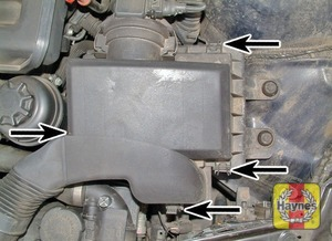 Illustration of step:  Release the retaining clips (arrowed) – M52TU engine  - 6-cylinder engines - step 26
