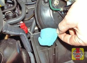 Illustration of step:  Removing the foam filter from the crankcase ventilation inlet  - step 7