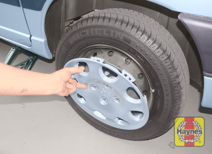 Illustration of step:  On models with steel wheels, remove the wheel trim/hub cap (as applicable) - step 7