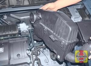 Illustration of step:   - 1.6 litre models and post-September 2002 1.4 litre models - step 17