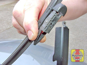 Illustration of step:  Squeeze together the clips, and slide the blade from the arm  - Front wiper blades - step 5