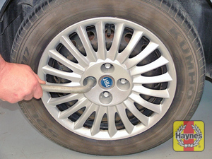 Illustration of step:  Slacken the bolts and remove the wheel trim  - Changing the wheel - step 9