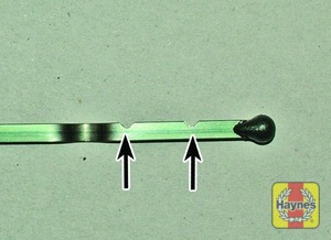 Illustration of step:  Insert the clean dipstick into the tube as far as it will go, then withdraw it again - Car care - step 11