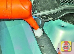 Illustration of step:  When topping-up the reservoir, add a screenwash additive in the quantities recommended on the additive bottle - Washer fluid level - step 44