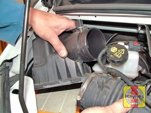 Illustration of step:  Detach the air outlet duct from the air cleaner cover, then lift the cover up at the front and disengage it at the rear  - Rear-wheel drive vehicles - step 23