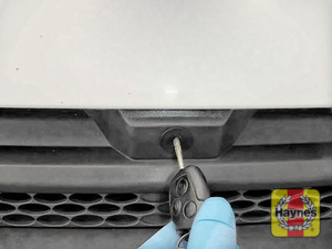 Illustration of step: Use the car key to unlock the bonnet - step 1