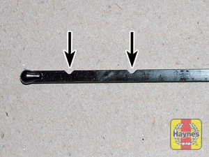 Illustration of step:  Insert the clean dipstick into the tube as far as it will go, then withdraw it again - Car care - step 7