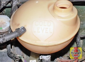 Illustration of step:  On TD5 models, the coolant level is visible through the expansion tank  - Vehicle care - step 21