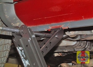 Illustration of step:  Position the jack with the base directly under the jacking point - step 6
