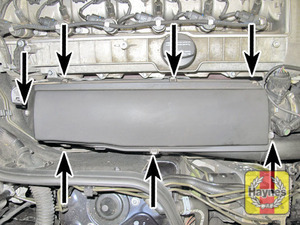 Illustration of step:  Air filter cover clips  - In-line engines - step 4