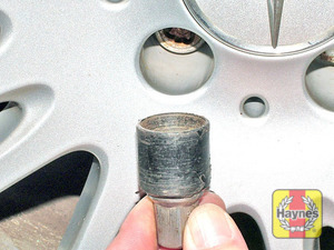 Illustration of step:  Use the special adapter to slacken the locking wheel nut  - step 11