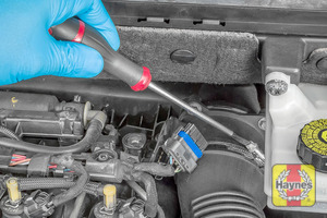 Illustration of step: Undo the circular clip on the air intake - use a 7mm socket or a screwdriver - step 5
