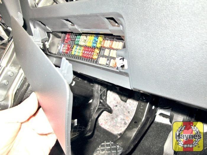Volkswagen polo fusebox and diagnostic socket