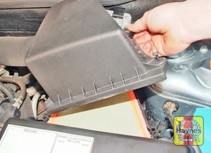 Illustration of step:  …remove the upper cover…  - 1.2 litre engines - step 3