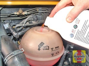 Illustration of step:  Add a mixture of water and antifreeze to the expansion tank until the coolant level is halfway between the level marks - Vehicle care - step 18