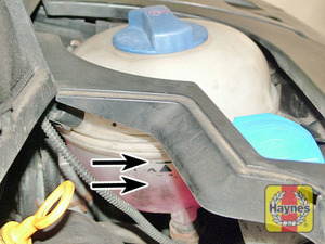 Illustration of step:  The coolant level varies with the temperature of the engine, and is visible through the expansion tank (remove the engine cover if necessary to check the level) - Vehicle care - step 18