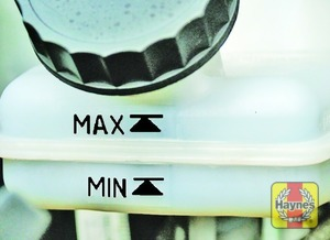 Illustration of step:  The MAX and MIN marks are indicated on the front of the reservoir - Safety first! - step 28