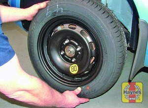 Illustration of step:  Fit the spare wheel and tighten the nuts moderately with the wheelbrace - step 6