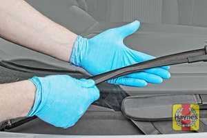 Illustration of step: Check condition of the wiper blades – any cracking or fraying indicates replacement is required - step 3